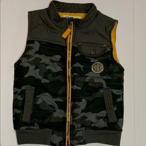 Boys Camouflage Vest Genuine Kids-Osh Kosh-size 5T